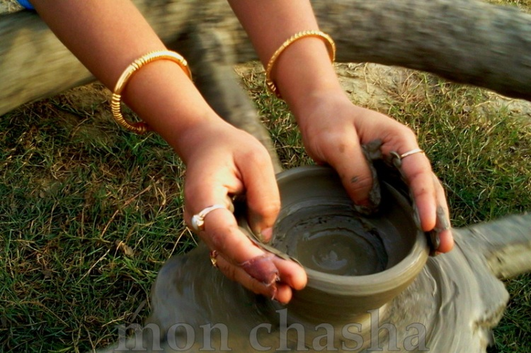 simple creation :: hand crafting with mud